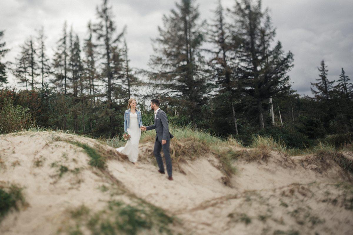 natürliche hochzeitsfotos, authentische hochzeitsbilder, strandhochzeit, hochzeit an der Ostsee, hochzeitsfotograf_rostock_Kühlungsborn_warnemünde_rügen_darß_zingst_graal müritz