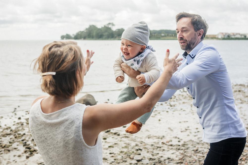 familienshooting, familienfotos, familienfotograf-rostock, familienfotos am strand, familienshooting an der ostsee, familienfotograf_rostock, rügen, darß