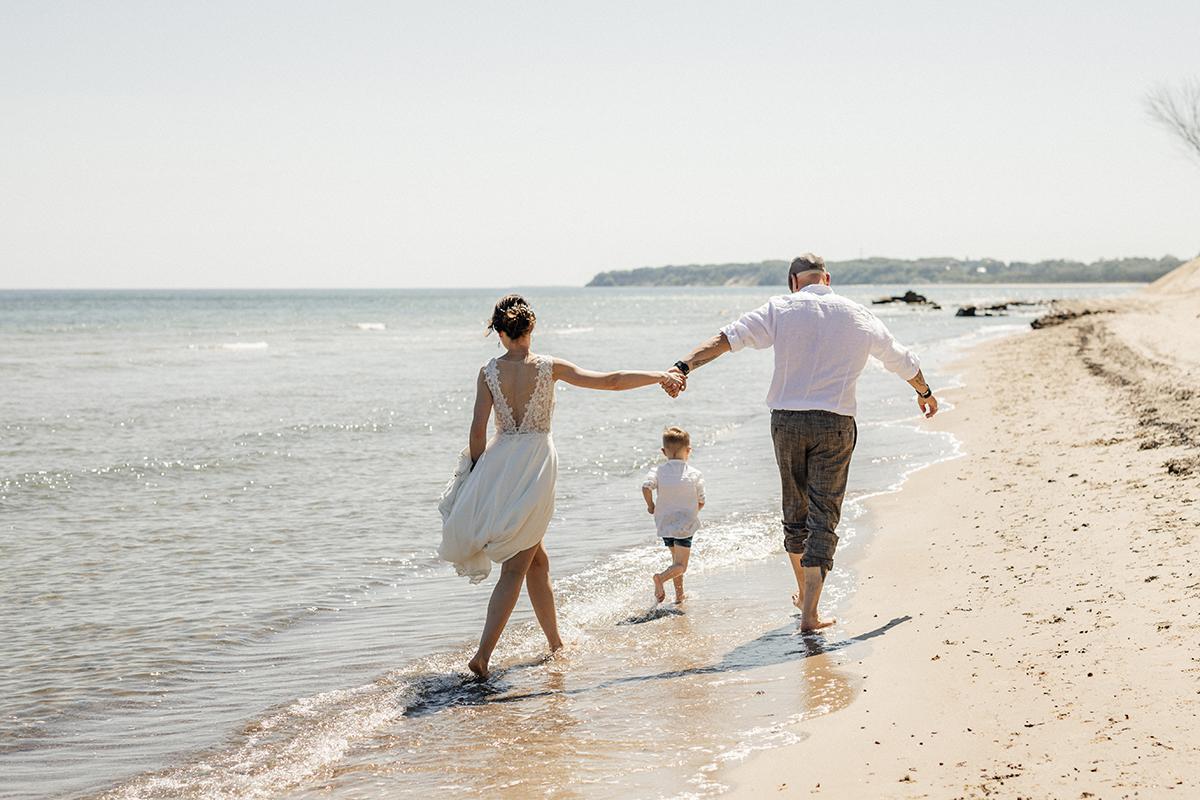 heiraten auf v rügen, heiraten am strand, brautpaar am strand, elopement, hochzeitsbilder, hochzeitsfotos, rostock, photogenio, anke schmidt